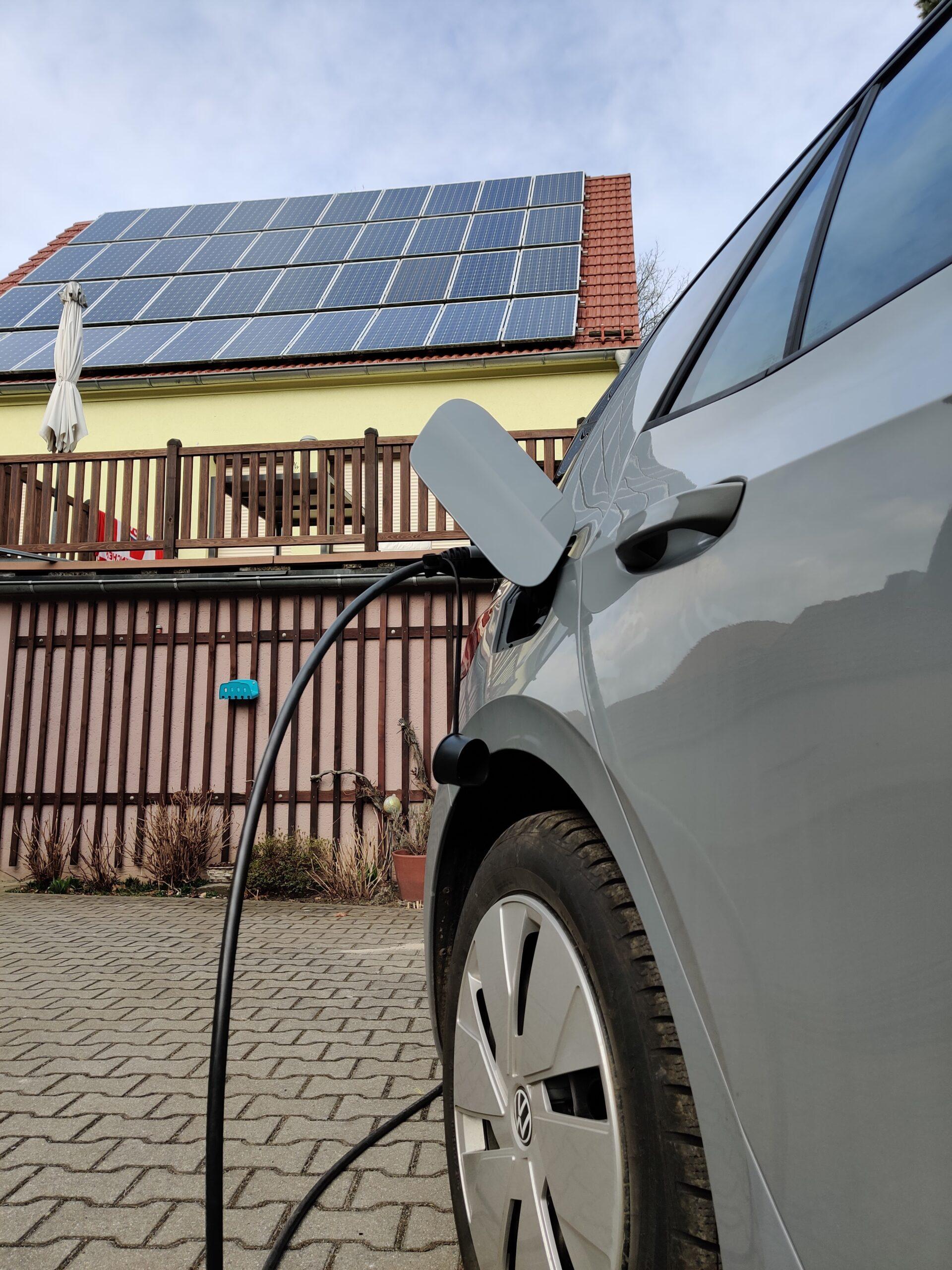 E-Auto laden und PV-Anlage
